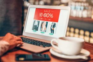 Una tienda en el Marketplace, es una tienda o e-commerce con carrito de compras, pasarela de pagos integrada y herramientas de atención y soporte a consumidores y usuarios.